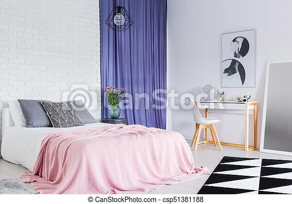 Sophistiqué, king-size, lit, chambre à coucher. Rose, bleu ...