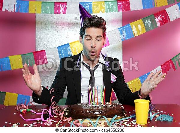 Volarle a un joven una tarta de chocolate - csp4550206