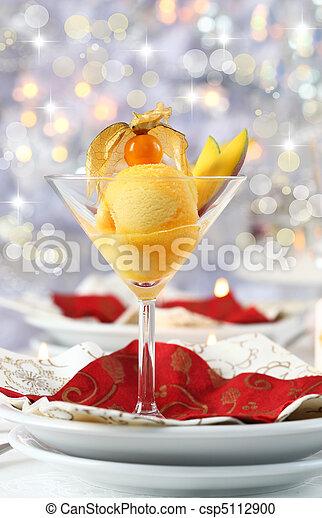Sorbete de mango para Navidad - csp5112900