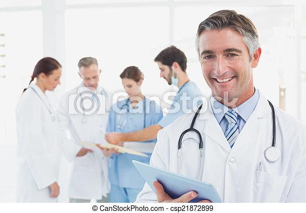 sorridente, dottore, macchina fotografica - csp21872899