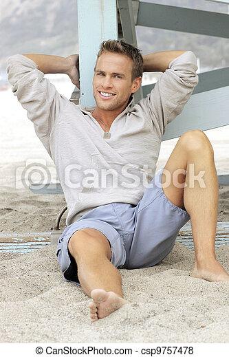 sorrindo, homem jovem - csp9757478