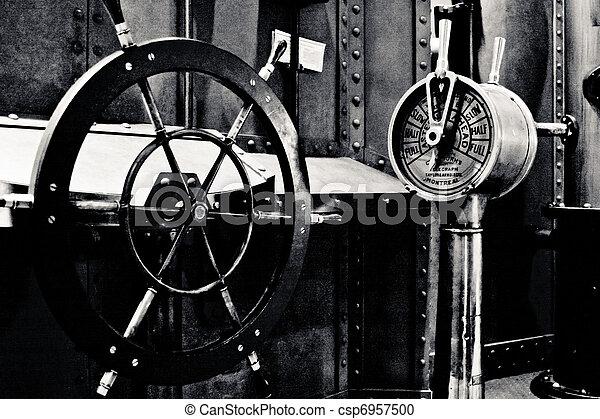 Sous marin int rieur int rieur photo blanc noir for Interieur sous marin