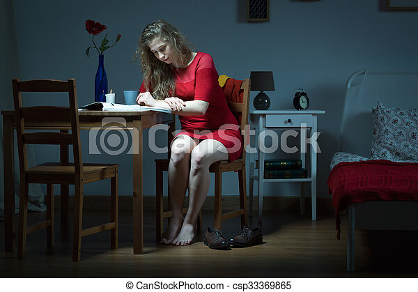 sozinha, womna, jovem, vivendo - csp33369865