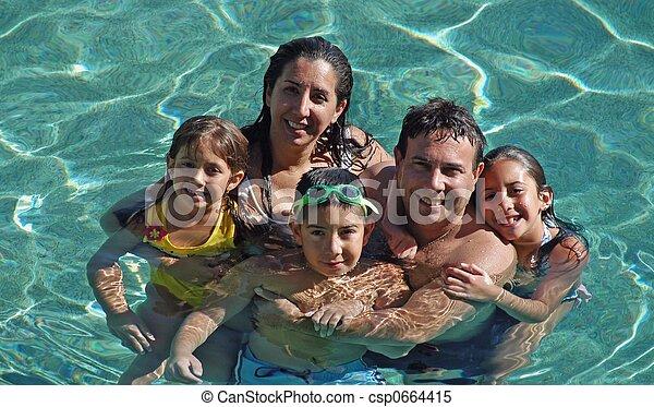 spaß, familie, teich - csp0664415