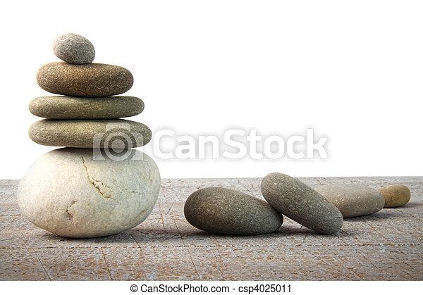 Spa-Stein auf weißem Holz - csp4025011