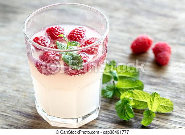 Sparkling Raspberry - Limoncello Cocktail - csp38491777
