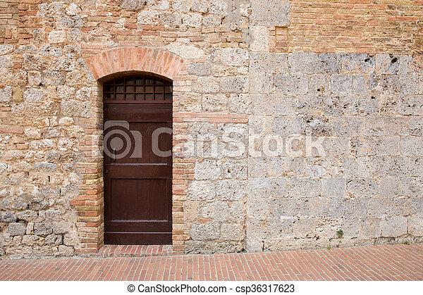 spazio copia, porta marrone, toscano, medievale, parete - csp36317623
