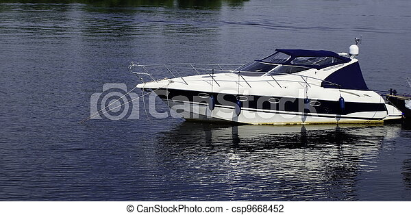 speed-boat - csp9668452