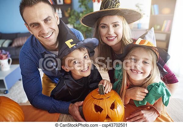spooky, famille heureuse, portrait - csp43702501