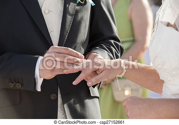 spose, anello, sposo, mettere, dito - csp27152661