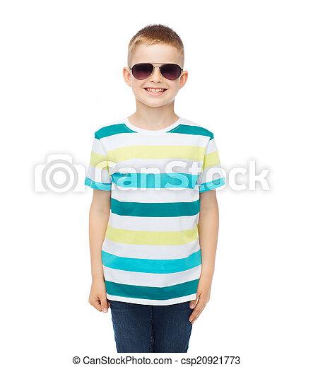 sprytny, mały, sunglasses, uśmiechanie się, chłopiec - csp20921773