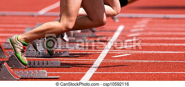 Sprint beginnt auf Gleis und Feld - csp10592116