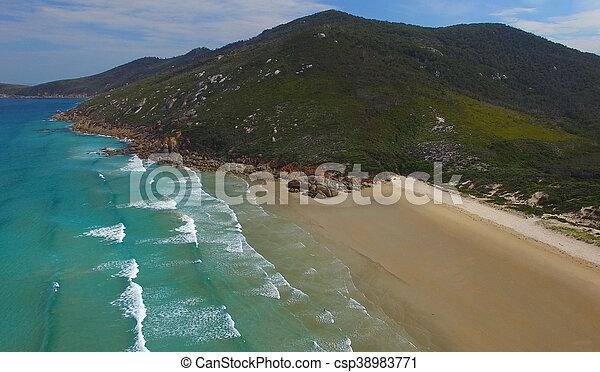 Vista aérea de playa chillona, promontorio de Wilsons - csp38983771