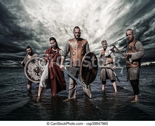 stående, grupp, vikings, shore., flod, beväpnat - csp39847965
