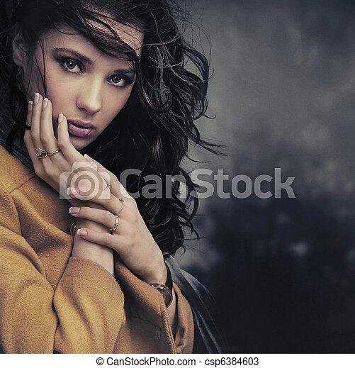 stående, kvinna, ung, stillhet - csp6384603