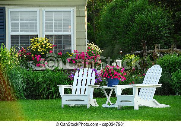 Zwei Gartenstühle - csp0347981