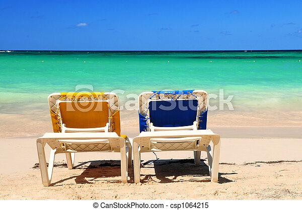 stühle, sandstrand, sandig - csp1064215