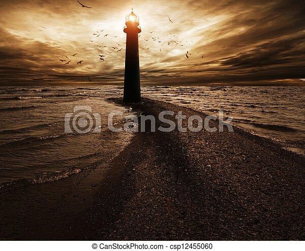 Stormy Sky über Leuchtturm - csp12455060