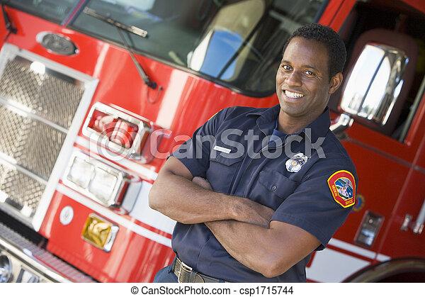 staand, motor, voorkant, vuur, brandweerman - csp1715744