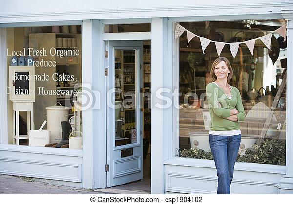 staand, vrouw, organisch voedsel, voorkant, het glimlachen, winkel - csp1904102