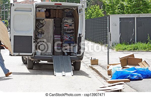 stad, lastbilar, bagage, flytande, mitt, gata, stå, under, disassembly - csp13907471