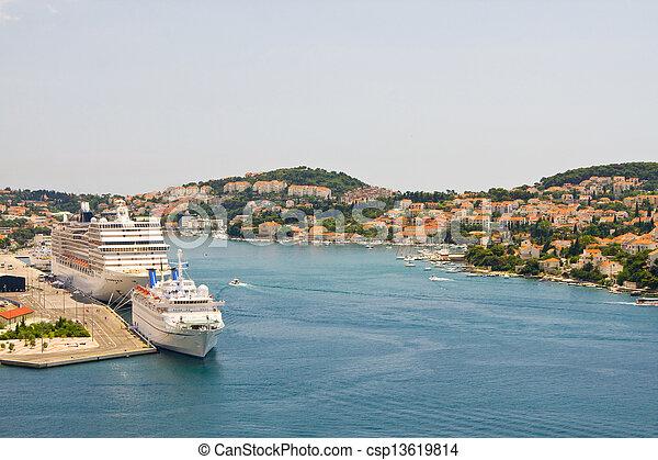 Brücke in der Küstenstadt Dubrovnik in Kroatien - csp13619814