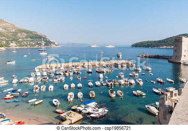 Pier in der Altstadt von Dubrovnik - csp19856721