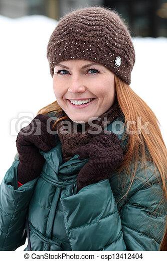 stadt, glückliche frau, winter, junger - csp13412404