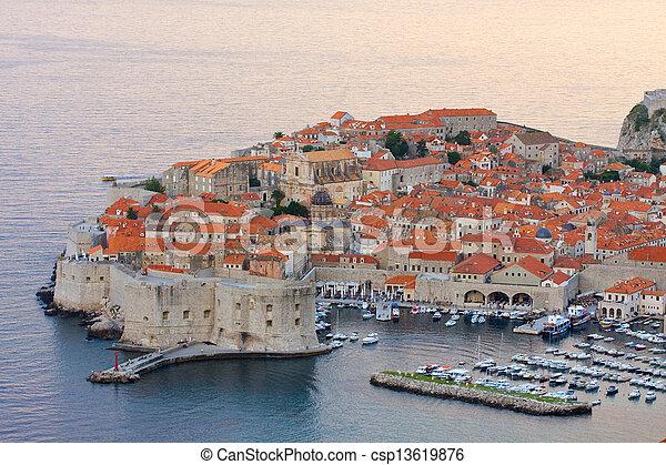 Die Altstadt von Dubrovnik, Croatia - csp13619876