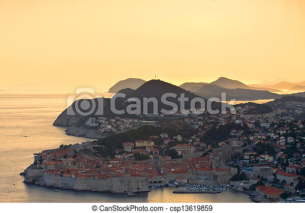 Die Altstadt von Dubrovnik, Croatia - csp13619859