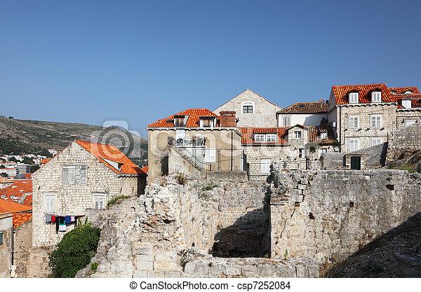 Ruinen in der Altstadt von Dubrovnik, Kroatien - csp7252084