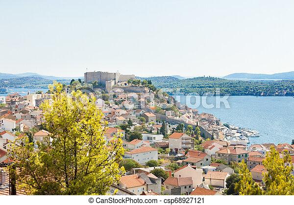 stadt, luftaufnahmen, sibenik, auf, -, kroatien, sibenik, altes , ansicht - csp68927121