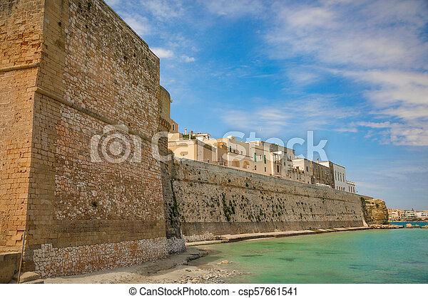 Blick auf die kleine Stadt Otranto, Provinz Lecce in der Salento Halbinsel, Italien - csp57661541