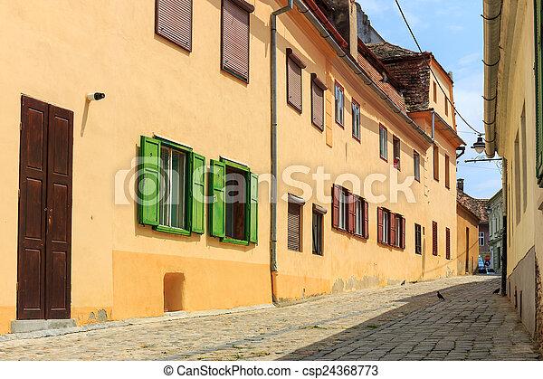 Altstadt im historischen Zentrum von Sibiu, Romania - csp24368773