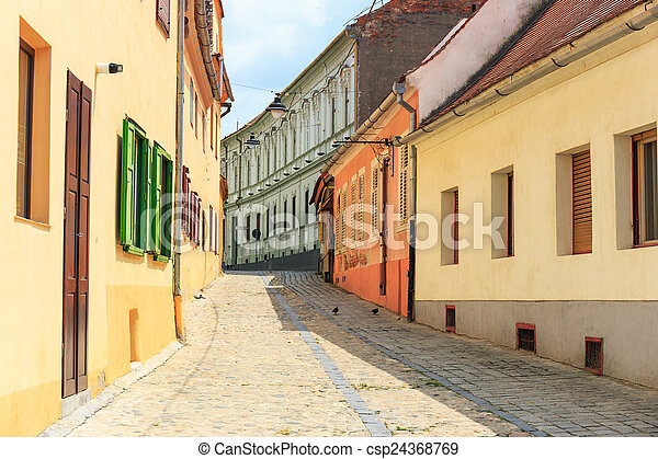 Altstadt im historischen Zentrum von Sibiu, Romania - csp24368769