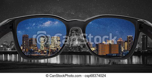 stadtfarbe, brille, spiegel, durch, night., blindheit, technologie, klug, brille - csp68374024