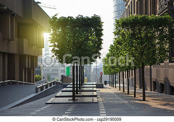 Brüssel City Center Street bei Sonnenuntergang - csp29195009