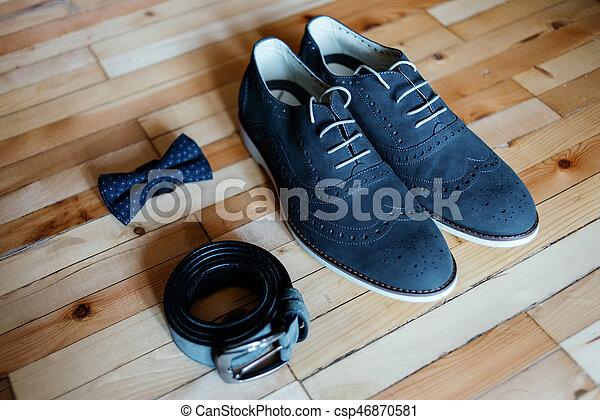 stalldr?ng., bowtie, skor, brudgum, tillbeh?r, clothes., bakgrund., br?llop, tr?, b?lte