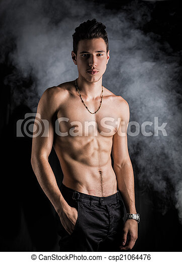 standing, atletico, shirtless, magro, giovane, sfondo scuro, uomo - csp21064476