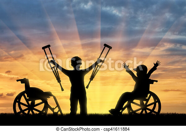 standing, ragazzo, crutches, carrozzella, invalido, persona, tramonto, felice - csp41611884