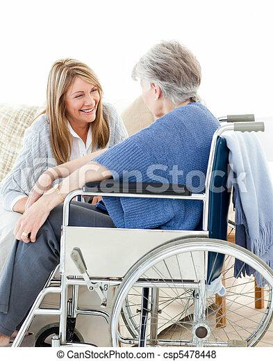 starší, mluvící, průvodce, dohromady - csp5478448