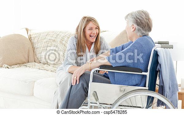 starší, mluvící, průvodce, dohromady - csp5478285