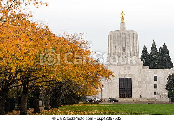 State Captial Salem Oregon Government Capital Building Downtown - csp42897532