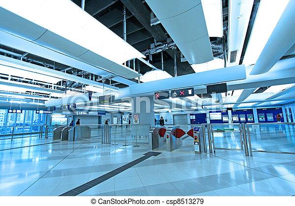 Eingang des Bahnhofs in Hong Kong - csp8513279