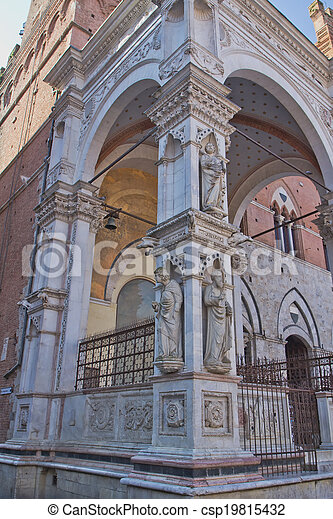 Statues on loggia of the Torre del Mangia. (Siena, Italy) - csp19815432