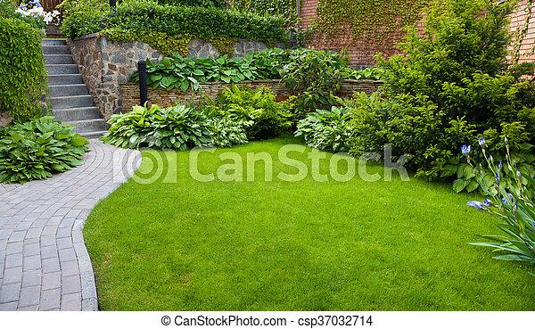 Gras In Tuin : Mm tuin van het de vorm de kunstmatige gras van hoogteu vals