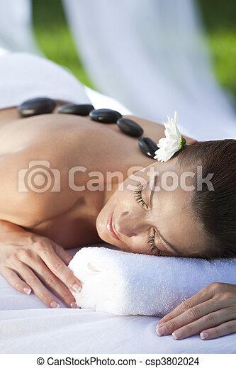 steen, vrouw ontspannend, warme, gezondheid, behandeling, spa, hebben, masseren - csp3802024