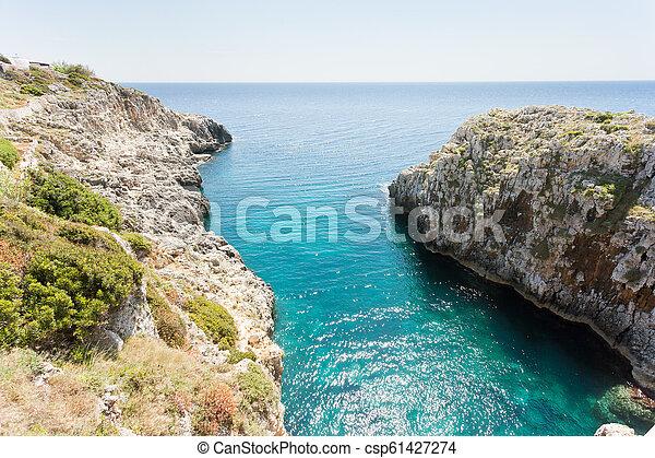 stehende , gegen, grotte, ciolo, -, schauen, horizont, leuca, apulia - csp61427274