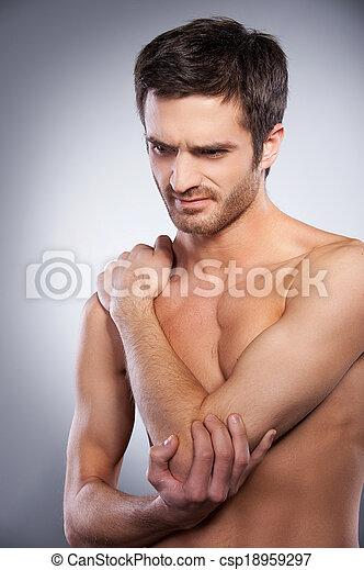 Stehende Seine Schmerz Ausdrücken Grau Junger Muskulös Freigestellt Während Berühren Elbow Hintergrund Ellbogen Gefühl