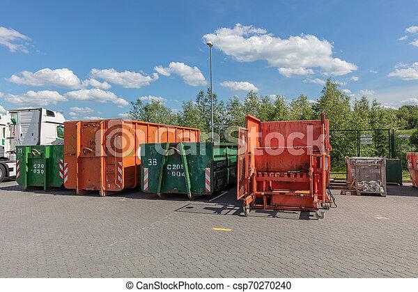 stehende , sie, compactors, fabrik, nächste, orange, andere, standort, verschwenden behälter - csp70270240